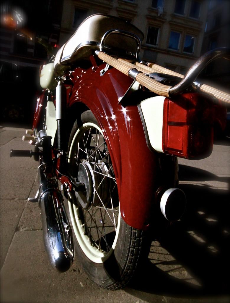 Mopedvermietung Mopedverleih Rollervermietung Rollerverleih Roller mieten Moped mieten Mokick mieten Scooter mieten Vespa mieten Hamburg Bordsteinschwalbe